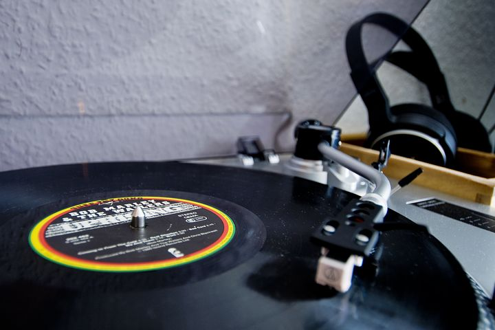 Schallplattenspieler mit Three little birds