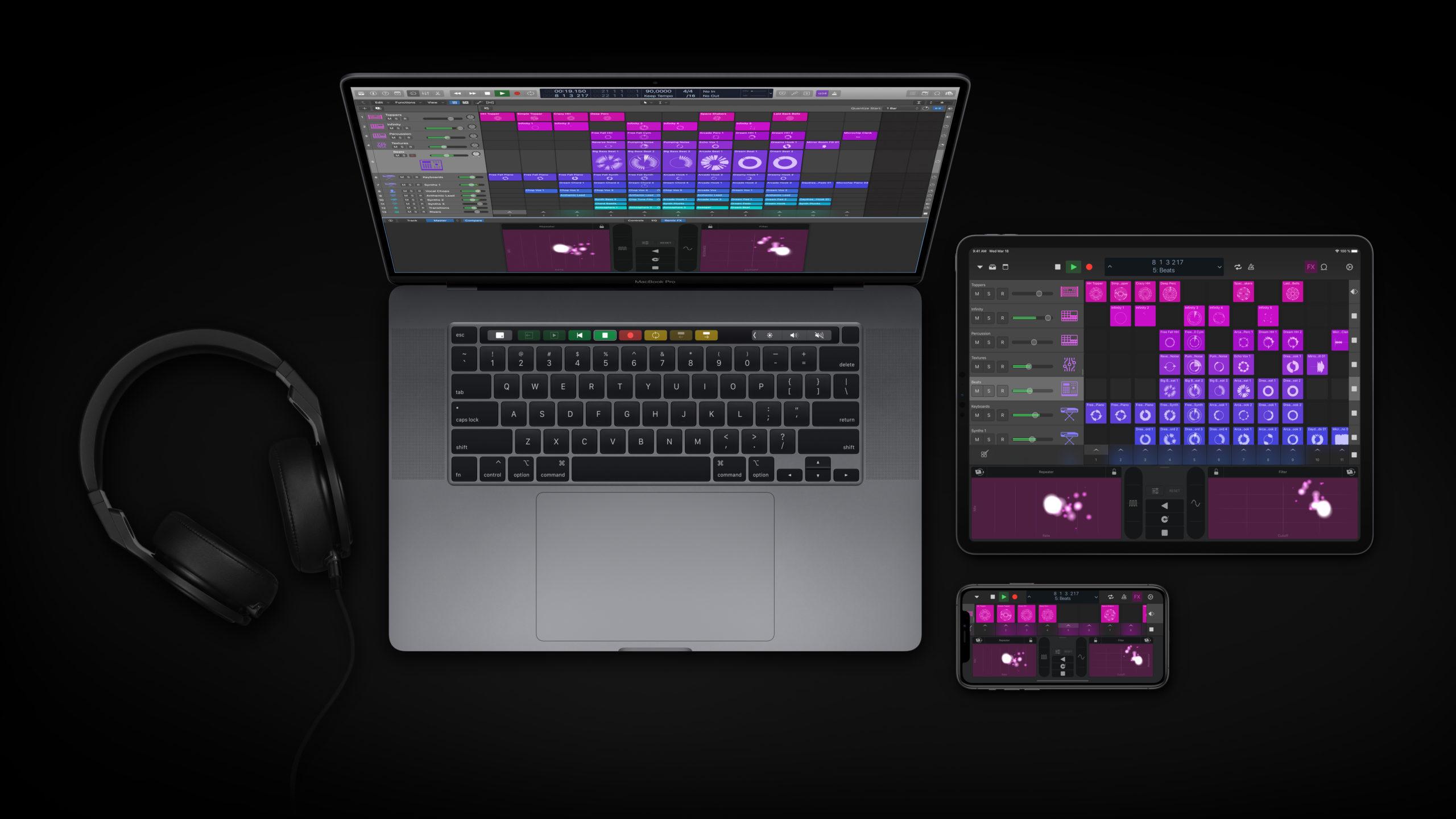 apple_logic-pro-update_headphones-macbookpro_05122020-1